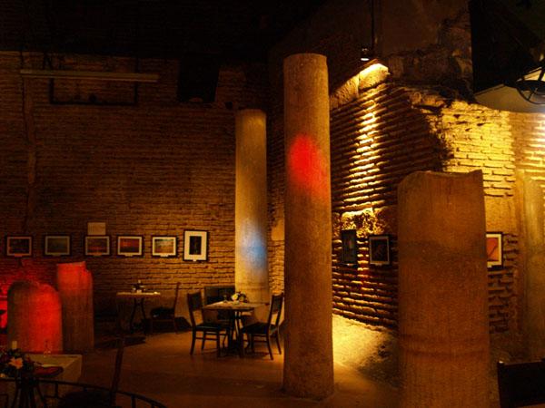 Бар-ресторан в гостинице Antik / Фото из Турции
