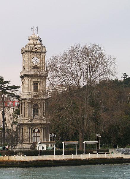 Часовая башня в Долмабахче / Фото из Турции