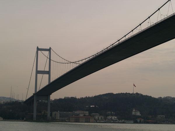 Босфорский мост - один из самых длинных навесных мостов в мире / Фото из Турции