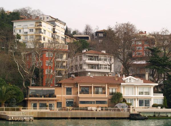 Частные дома, закрытые на зиму / Фото из Турции