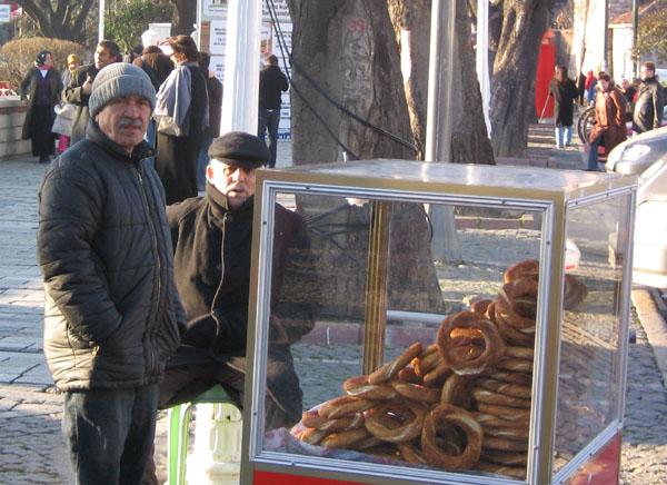 Свежайшие бублики с кунжутом / Фото из Турции