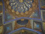 внутри мавзолея Ак-Сарай / Таджикистан