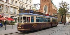 В Кракове можно совершить экскурсию в трамвае-кафе