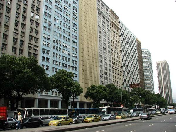 Одна из главных улиц Рио-де-Жанейро / Фото из Бразилии
