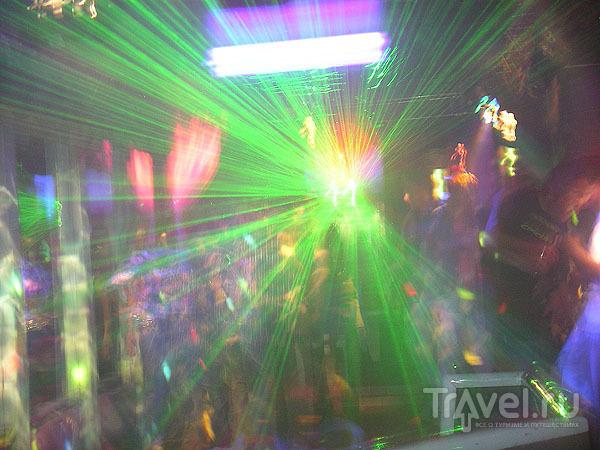 На дискотеке в Брид-ле-Бене / Фото из Франции