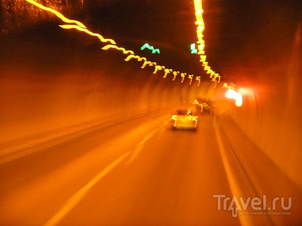 Туннель в Альпах - возвращаемся в Лион / Фото из Франции