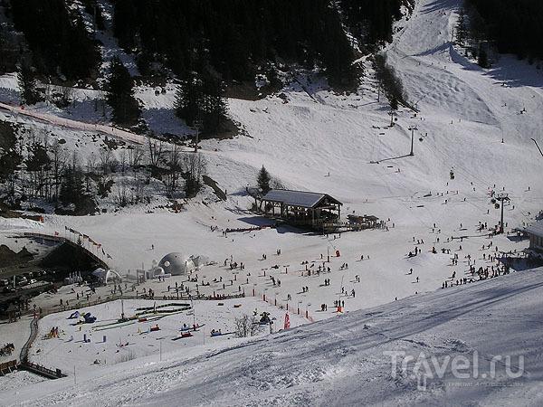 У подножия горнолыжного курорта / Фото из Франции