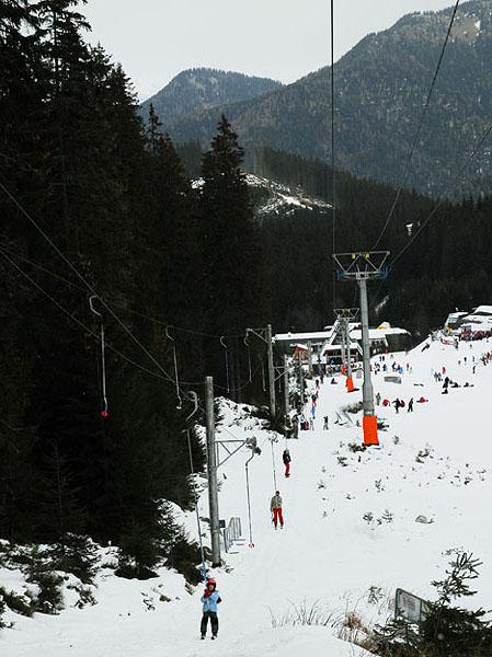 Остальные подъемники перестали работать, и многие отправились на бугель / Фото из Словакии