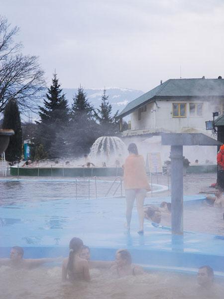Всевозможные бассейны и фонтаны для массажа - сказка! / Фото из Словакии