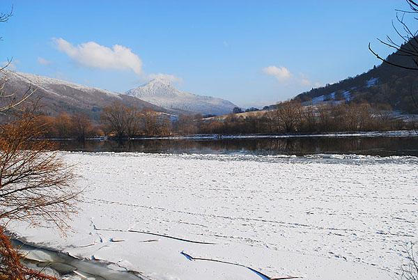 Снег на озере Липтовска-Мара... / Фото из Словакии