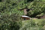 домики на склонах гор / Боливия