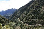 нижняя часть грунтовой дороги / Боливия