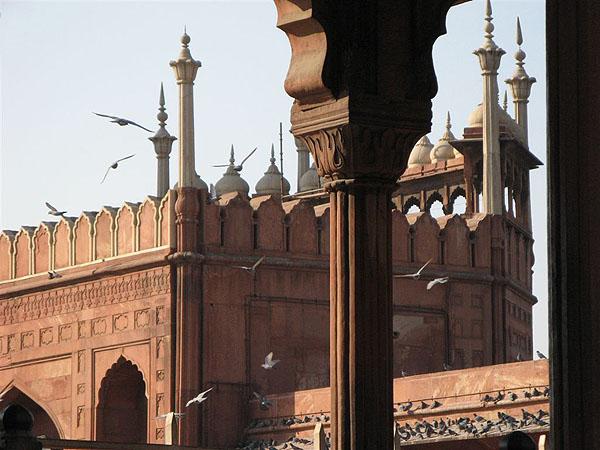 Красный форт - одна из главных достопримечательностей города / Фото из Индии
