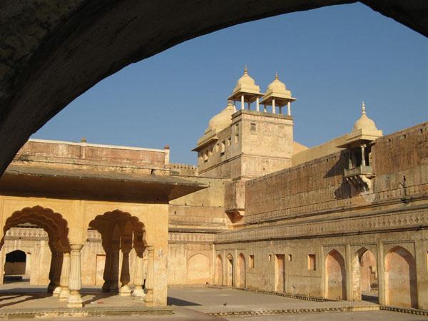 Амер расположен недалеко от Джайпура / Фото из Индии