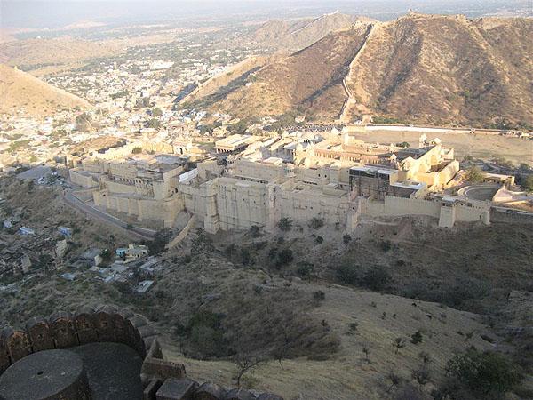 Вид на дворец Амер с бастионов / Фото из Индии
