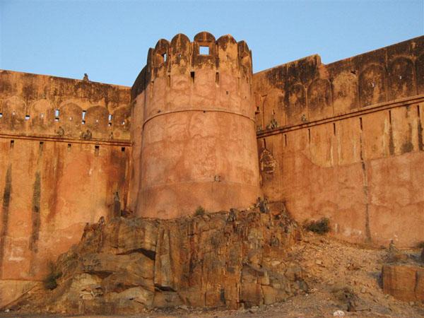 Прощание с жителями крепости Джайгарх / Фото из Индии