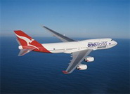 самолет Qantas Airways в ливрее oneworld