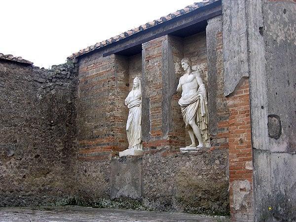Скульптуры крутого рынка Маччеллум / Фото из Италии