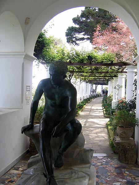 Верхняя аллея виллы / Фото из Италии