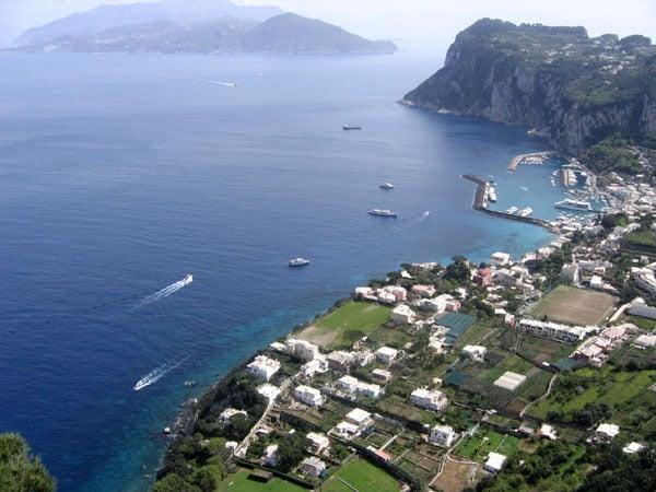 Вид с дорожки виллы на Капри / Фото из Италии
