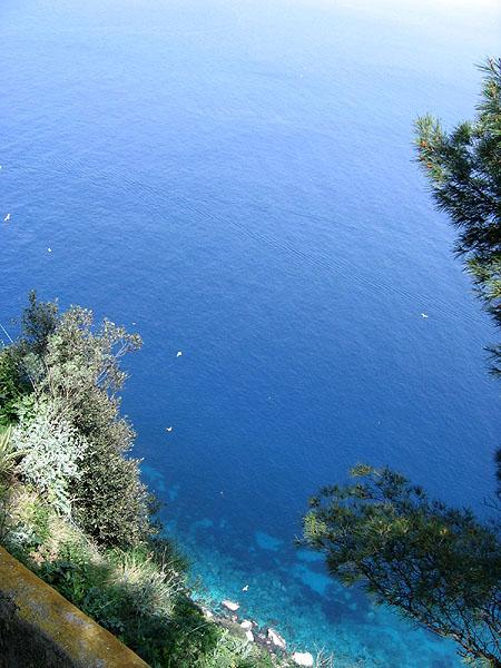 Вид со скал над Голубым гротом / Фото из Италии