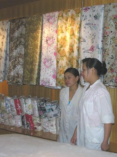 Фабрика шелка, Хайнань / Фото из Китая