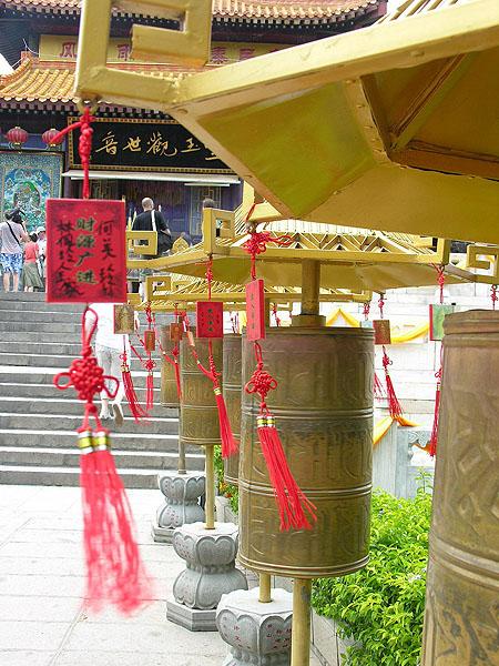 Молитвенные барабаны в центре буддизма Наньшань / Фото из Китая