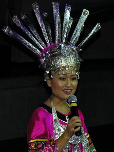 """Привлекают внимание красивые костюмы, шоу """"Легенды Хайнаня"""" / Фото из Китая"""