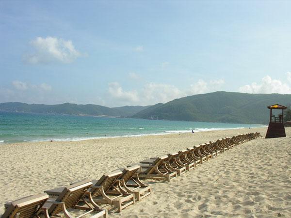 Один из безупречных пляжей бухты Ялунвань / Фото из Китая
