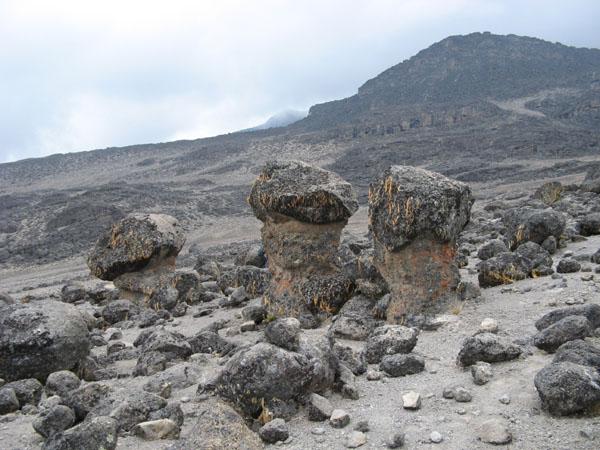 Каменные глыбы, Килиманджаро / Фото из Танзании