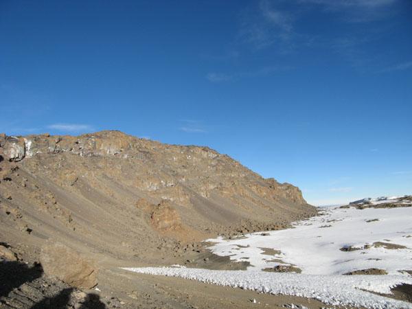 Вершина Килиманджаро без снега / Фото из Танзании