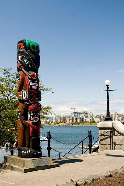 Один из индейских истуканов, Виктория / Фото из Канады