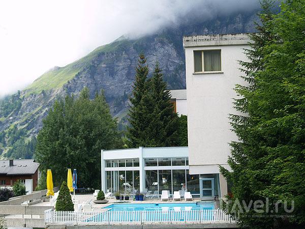 Приватный бассейн одной из гостиниц / Фото из Швейцарии