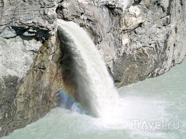 Радуга под водопадом / Фото из Швейцарии
