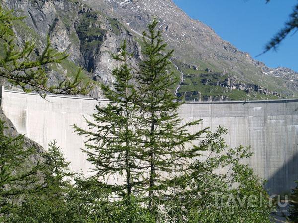 Вид на дамбу со стороны / Фото из Швейцарии