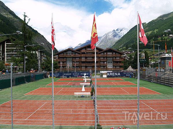 Теннисные корты в Церматте / Фото из Швейцарии