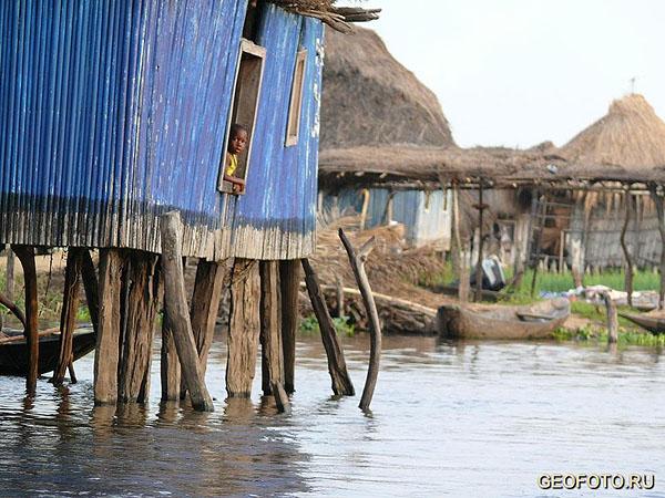 """В """"бенинской Венеции"""" живут около двадцати тысяч человек / Фото из Бенина"""