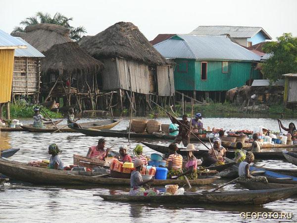 Деревня Ганвье - крупнейшая из рыбацких во всей Африке / Фото из Бенина