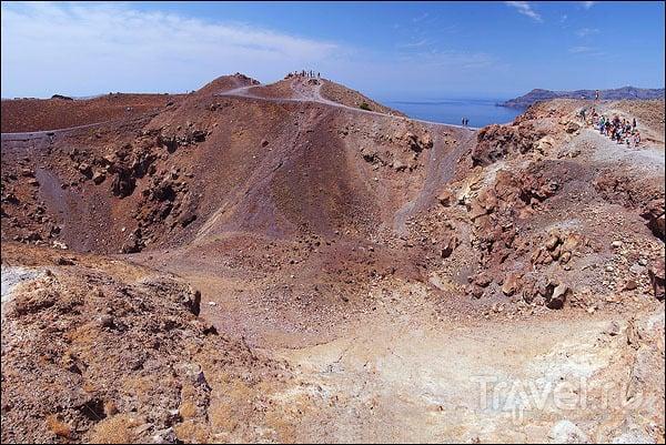 Безжизненная лава вулкана / Фото из Греции