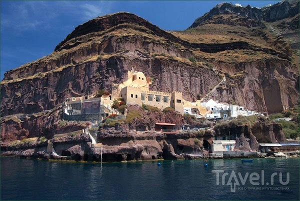 Крепость в старом порту Тиры / Фото из Греции