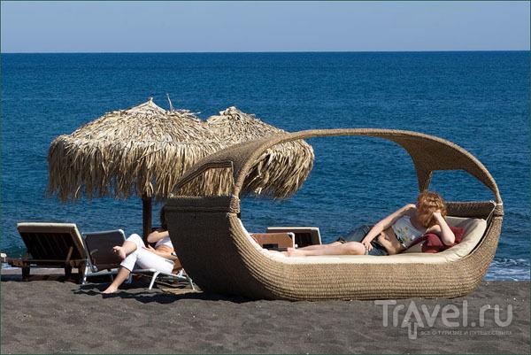 Оригинальный лежак, пляж Перисса / Фото из Греции