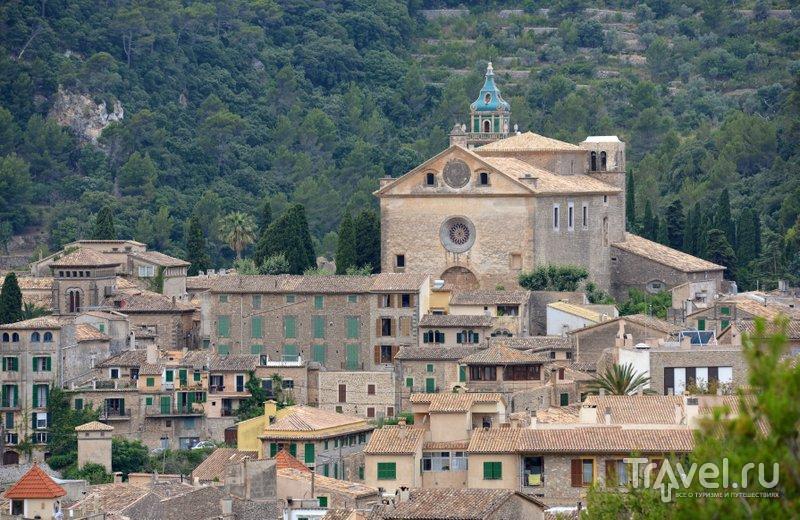 Монастырь - главная достопримечательность Вальдемосы