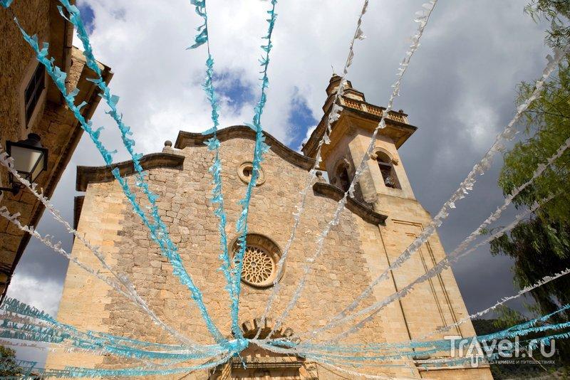 Церковь украшена по случаю праздника
