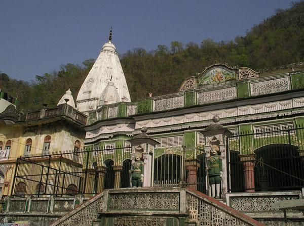Старый ашрам в Ришикеше / Фото из Индии