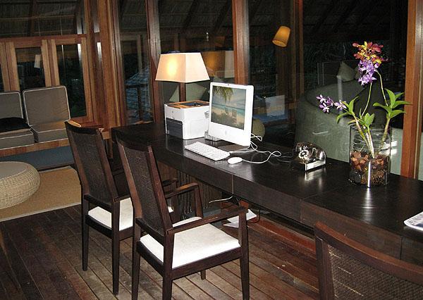 Интернет-кафе на Фесду / Фото с Мальдив
