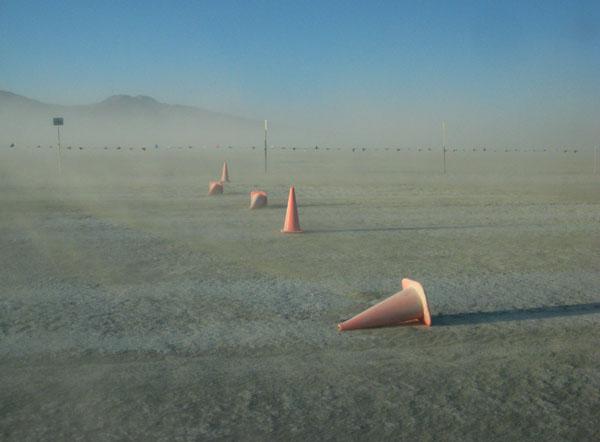Через неделю в пустыне не остается ничего, кроме песка / Фото из США
