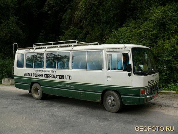 Автобус, на котором мы путешествовали по Бутану / Фото из Бутана