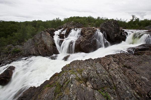 Водопад на притоке Титовки, высота 6 метров / Фото из России