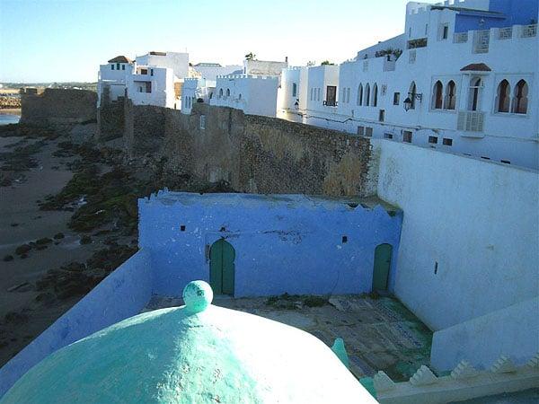 Белоснежные дома вдоль побережья, Асила / Фото из Марокко