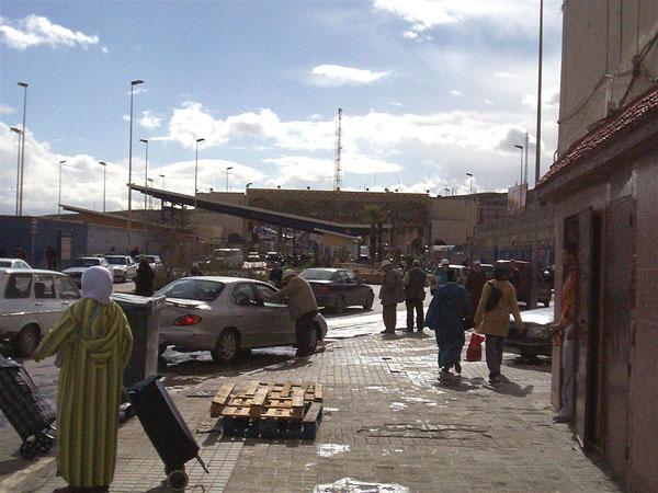 Пограничный переход между Марокко и испанской Сеутой / Фото из Марокко